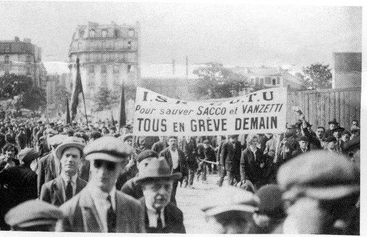 Una delle tante manifestazioni a Parigi