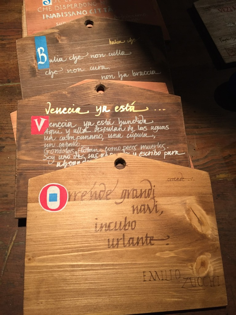 Tavolette con le poesie trascritte a mano dai calligrafi veneziani