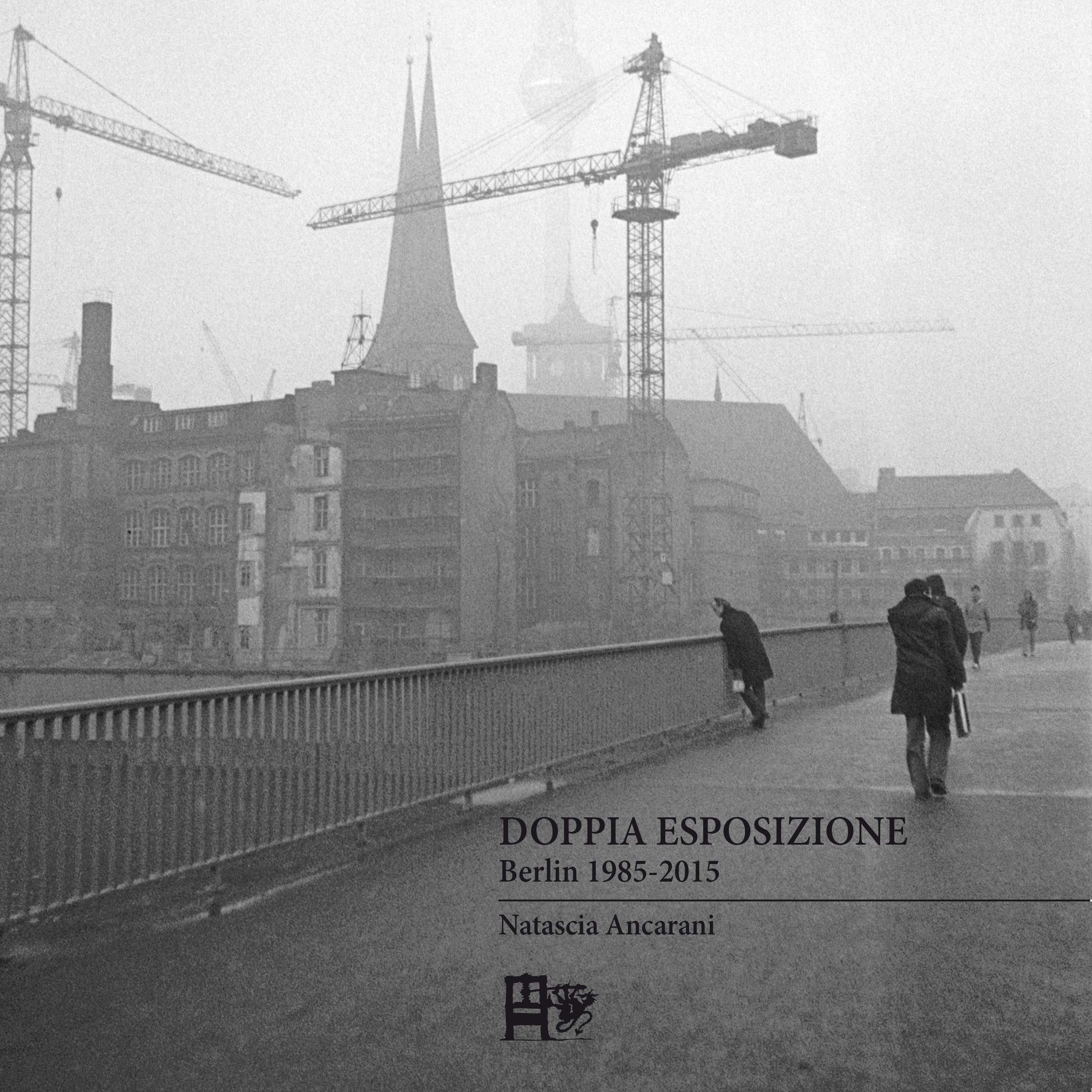 _FRONTCOVER_Doppia Esposizione  Berlin 1985-2015_ Torre della televisione e Nikolaiviertel  Gru  Berlino Est 1985  Fotografia di P Woelck