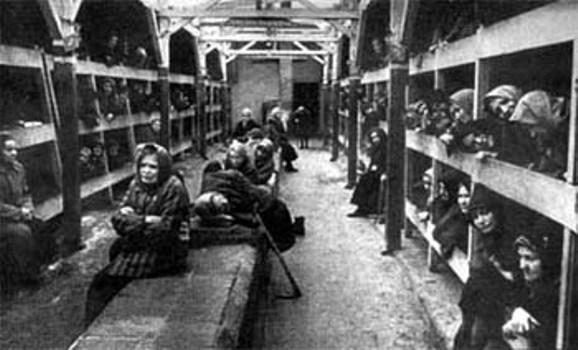 Auschwitz interno baracca femminile