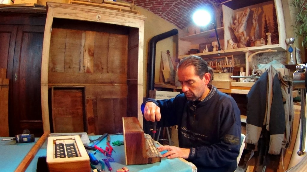 Paolo Giraudo nel suo laboratorio