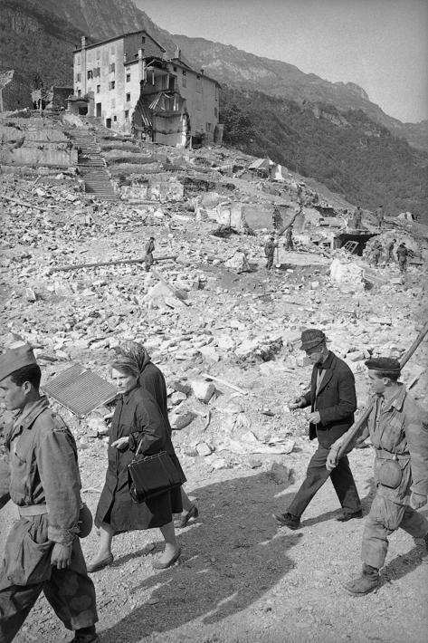 municipio Longarone ottobre 1963