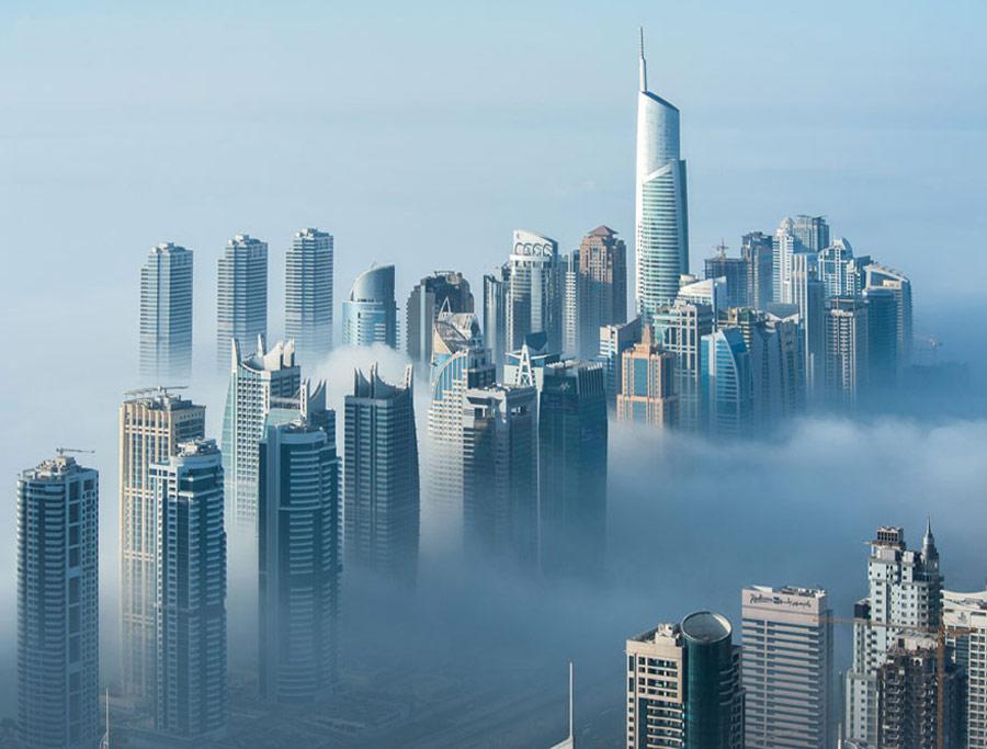 Grattacieli Dubai nebbia
