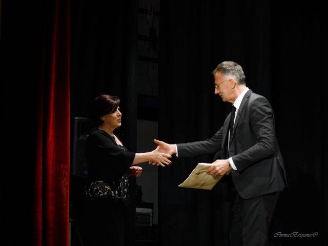 Maria Miraglia, Direttrice Letteraria  di P. Neruda premia il giornalista televisivo Michele Cucuzza