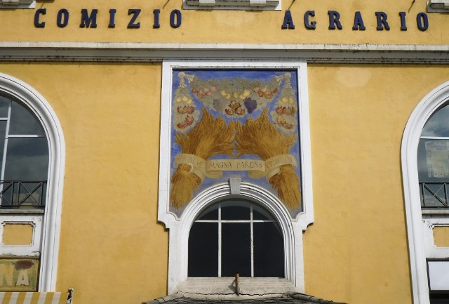 Facciata dell'edificio del Comizio Agrario di Mondovì
