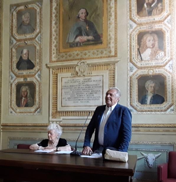 La prof.ssa Michaela Viglino con il presidente del Centro Studi Monregalesi Teresio Sordo