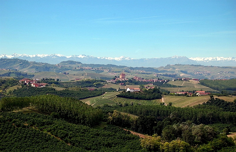 langa-con-montagne-bianche