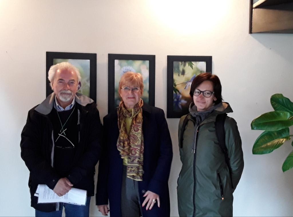 Rinuccia Marabotto (al centro) con Attilio Ianniello e Lara Sappa, presidente della Compagnia del Giardino