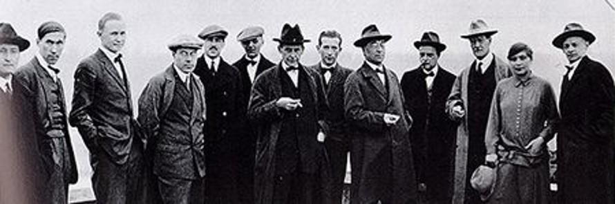 I docenti nel 1926 (il settimo da sx è Gropius)
