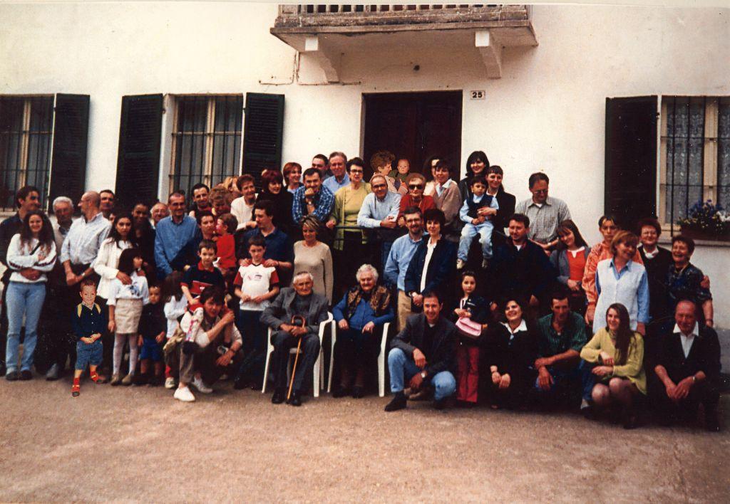 Anno 2000. Festa del 95° compleanno di Vigina (al centro); vicino a lei suo fratello Nino.