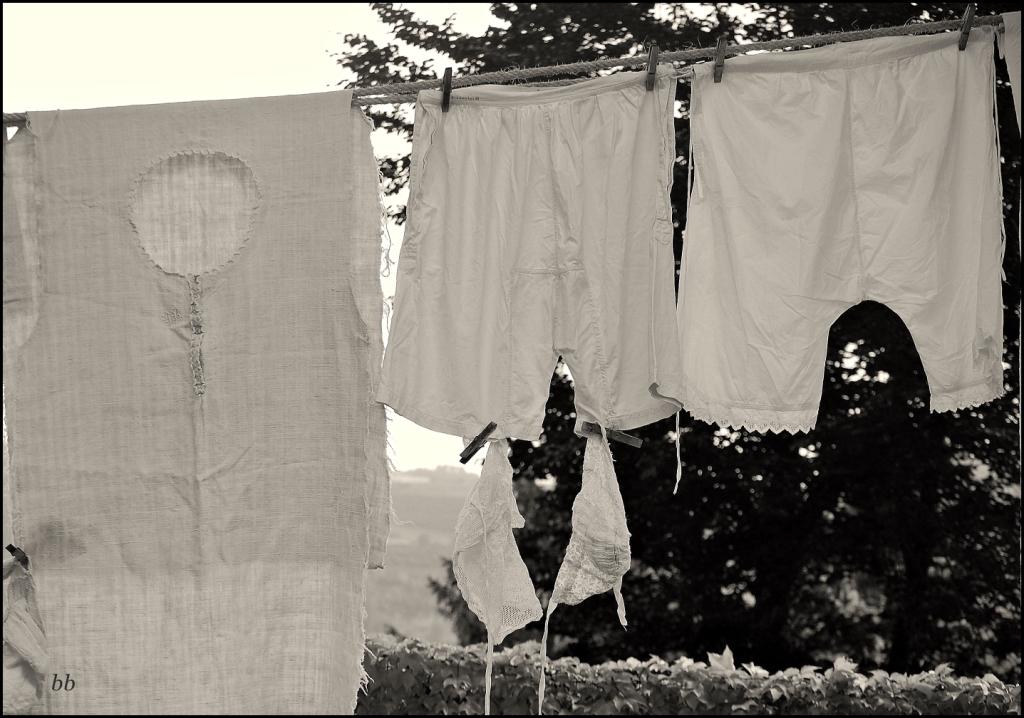 I pensieri li stendo come sul filo del bucato uno alla volta senza troppi legami.