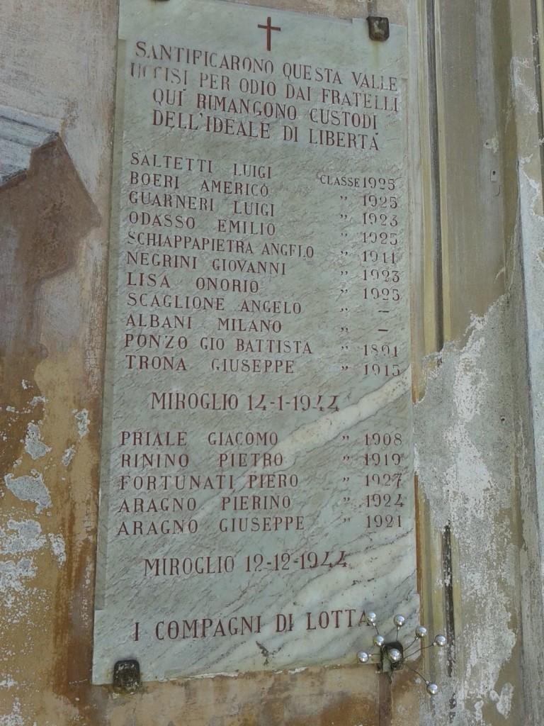 Lapide commemorativa posta sulla chiesetta del Pellone